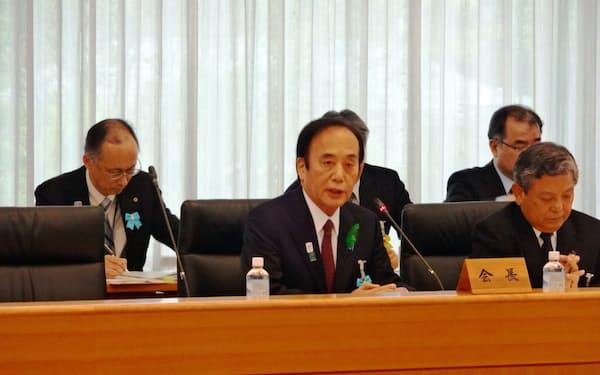 全国知事会長に就任し、抱負を述べる埼玉県の上田清司知事(17日、東京都内)