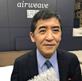 高岡本州会長兼社長 1985年、慶応義塾大院経営管理研究科修了、日本高圧電気入社。98年、社長に。2004年、伯父から射出成型機メーカーを引き継ぐ。07年、高級マットレス「エアウィーヴ」発売