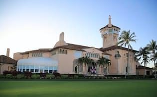 トランプ米大統領の別荘「マール・ア・ラーゴ」の建物(17日午後、米フロリダ州パームビーチ)=小高顕撮影