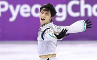 平昌五輪フィギュアスケート男子フリーで演技する羽生選手(2月17日、江陵)=上間孝司撮影