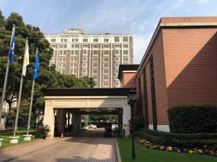 錦江飯店の北楼(奥)と小礼堂
