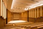 高性能の音響設備がある荘銀本店ホール(山形県鶴岡市)