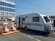 宿泊用トレーラーにはウッドデッキを整備した(20日、岡山県玉野市)