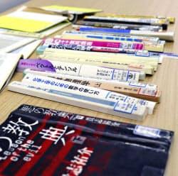 九州大学伊都キャンパスのごみ捨て場で、裁断されて見つかった同大学付属図書館の蔵書(20日、福岡市)=共同