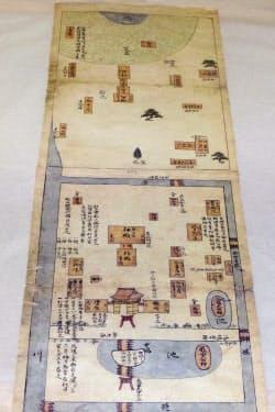 報道陣に公開された宗像大社辺津宮の「宗像社境内絵図」の複製(23日、福岡県宗像市)=共同