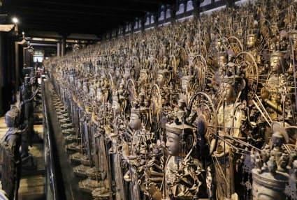国宝指定が決まった千手観音立像。指先に至るまで気品をたたえる(京都市東山区)