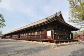 三十三間堂。内陣の柱と柱の間が33あることから名付けられた(京都市東山区)