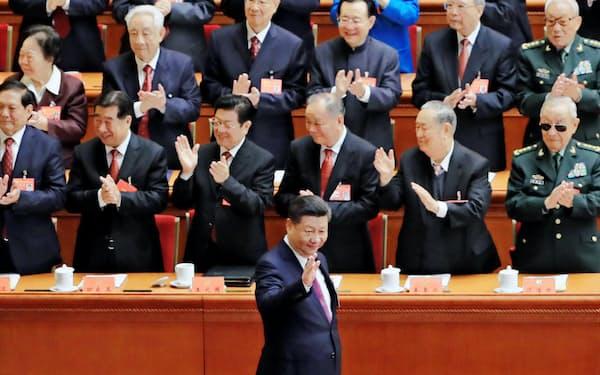 中国共産党大会に臨む習近平総書記(2017年10月18日、北京の人民大会堂)