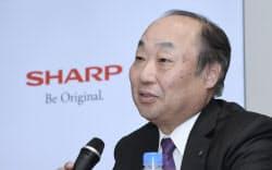 決算発表するシャープの野村副社長(26日午後、東京都港区)