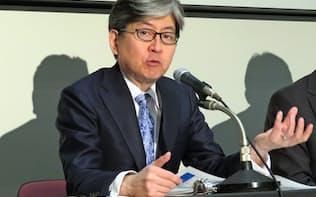 26日午後、東証で決算会見したマネックスGの松本大社長