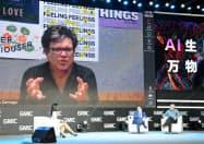 スクリーンに映るのは、ネットで参加したヤン・ルカン氏は(26日、北京市)