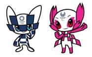 東京五輪のマスコット(左)とパラリンピックのマスコット=共同