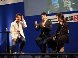 自民党の小泉進次郎氏(中央)も講演した