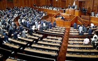 野党欠席のまま民法改正案を審議入りした衆院本会議(24日午後)