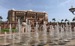首相が宿泊するUAE・アブダビのホテル