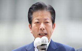 街頭演説する公明党の山口代表(2日、東京都新宿区)
