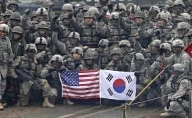トランプ氏は負担軽減の一環で、在韓米軍の見直しを大統領選中から訴えてきた(2015年12月)=AP
