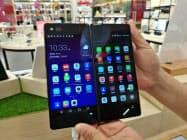 ZTEが2018年1月に発売した新製品のスマートフォン(5月、広東省広州市)。