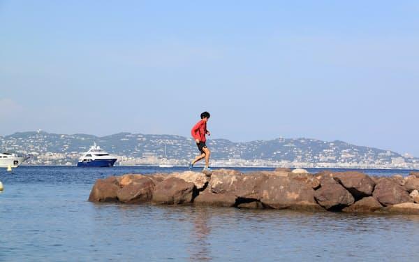 地中海に面したフランスの港町で