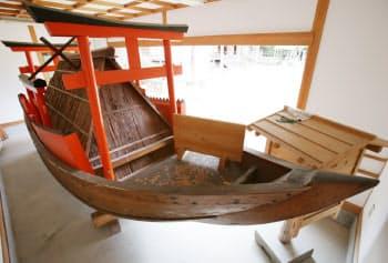 復元された補陀洛渡海船(和歌山県那智勝浦町)