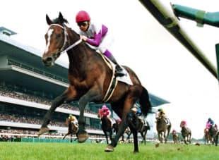 1998年6月、日本ダービーを制した武豊騎乗のスペシャルウィーク=共同