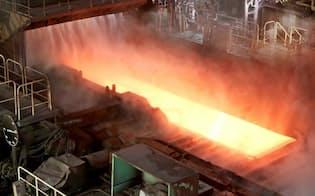 国内の鉄鋼需要は大きな成長が見込めず、海外展開が急務だ(茨城県鹿嶋市の新日鉄住金鹿島製鉄所)