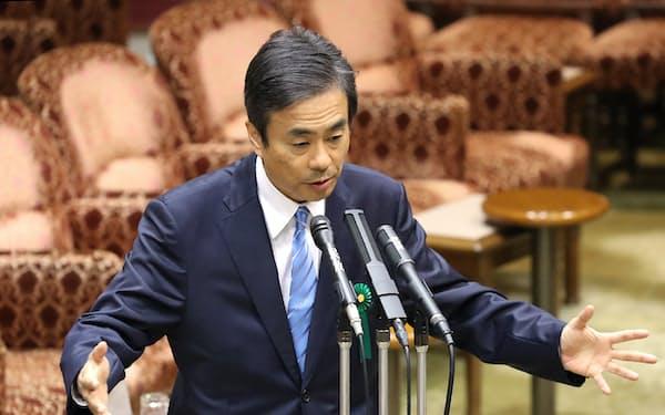 参院予算委の参考人招致で答弁する柳瀬首相秘書官(10日午後、参院予算委)