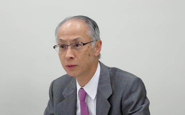 決算について説明するニコンの岡副社長