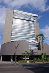 福島銀行本店ビル(10日、福島市)