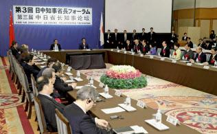 日中知事省長フォーラムには安倍首相と李克強首相も出席した(11日、札幌市内のホテル)