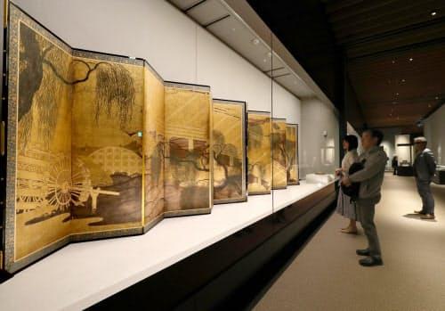 3月に開館した中之島香雪美術館に展示される長谷川等伯の「柳橋水車図屏風」(大阪市北区)