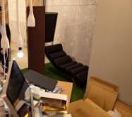 ニューロスペースのオフィス。スタートアップらしい居室にも仮眠室を備える(東京・墨田)