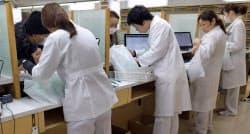 店頭の画面で服薬指導しながら、患者の薬歴記入ができる