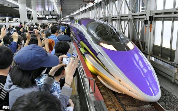 ラストランを終えJR博多駅に到着したエヴァ新幹線(13日午後)=共同