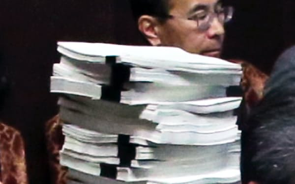 中央省庁の文書の信頼性が揺らいでいる