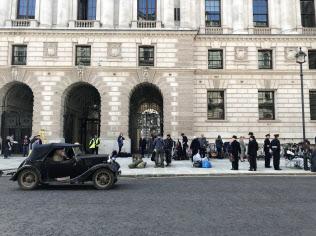 4月、英外務省前の通りでの撮影の様子。最近はロンドンの至る所で海外映画や大型ドラマの撮影に出くわす。