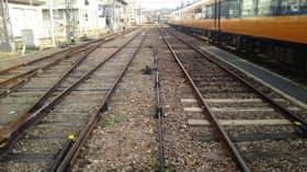 橿原神宮前駅には狭軌と標準軌が併存する