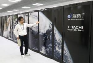 報道陣に公開された気象庁のスーパーコンピューター(東京都清瀬市の気象庁気象衛星センター)