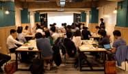 東大や慶応、横浜国立大などの学生が集まった=15日、東京・文京
