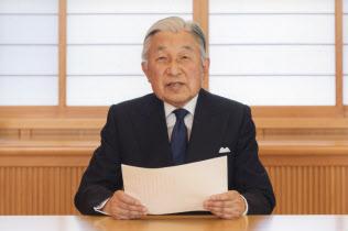 象徴としてのお務めについてのお気持ちを表明する天皇陛下(2016年8月7日、皇居・御所)