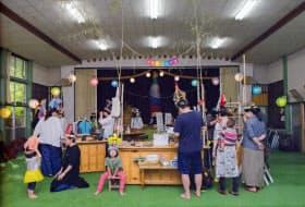 バザールでは芸術家と住民が作品を展示する(昨年の様子、木曽町)