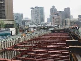 周辺ではJR大阪駅北側の貨物駅跡「うめきた2期」の再開発も進む