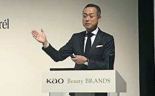 花王の村上由泰執行役員(カネボウ化粧品社長)は「高価格帯の商品を強化する」と強調した