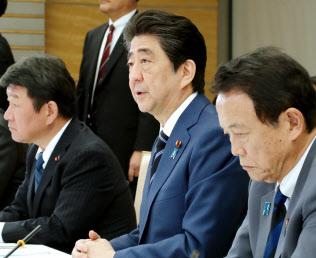 経済財政諮問会議で財政健全化計画づくりの議論を進めている(4月24日の会議)