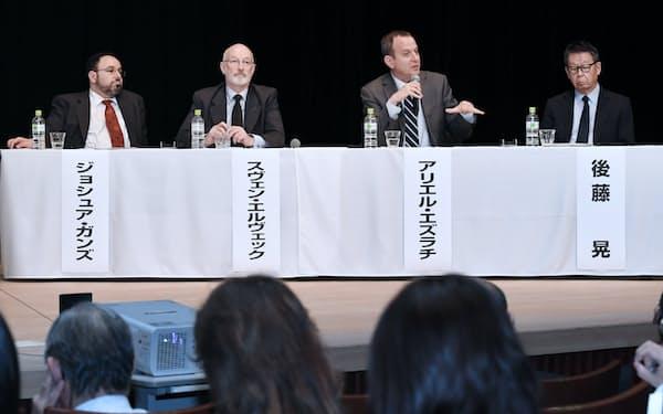討論する(左から)ガンズ、エルヴェック、エズラチ、後藤の各氏(18日午後、東京都千代田区)