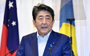 「太平洋・島サミット」後、共同記者発表をする安倍首相(19日午後、福島県いわき市)=共同