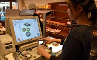 AIがパンの画像を認識し瞬時に商品名と価格を表示(東京・世田谷のボヌール三軒茶屋本店)