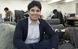 岡村アルベルト社長 14年、甲南大学マネジメント創造学部を卒業後に東京入国管理局で窓口業務を担当。15年に退社し、レジデンス(現one visa)を設立。17年、ビザ申請支援サービスを開始