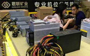 深圳では仮想通貨の採掘用コンピューターがいたるところで販売されている(5月4日)