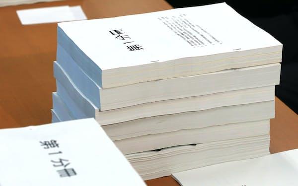 参院予算委の理事懇談会に提出された森友交渉記録などの文書(23日午後、参院議員会館)